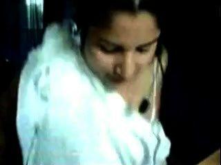 बांग्लादेशी - कॉल सेंटर में मोनिका