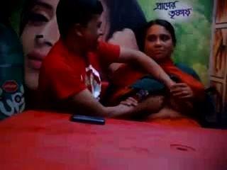 बांग्लादेशी - खाद्य कैफे में प्रेमी के साथ पत्नी को धोखा दे परिपक्व