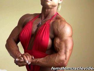 बड़ी महिला की मांसपेशियों
