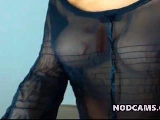 सेक्सी ब्लाउज में सुपर मॉडल लैटिना चिढ़ा