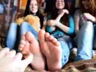 3 लड़कियों पैर गुदगुदाहट