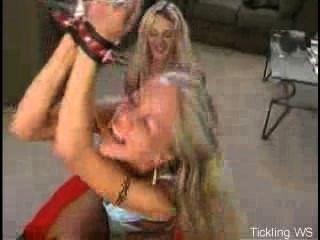 tickling.ws - फीनिक्स काइली गुदगुदी
