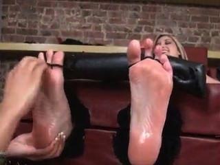पैर और स्तन गुदगुदी