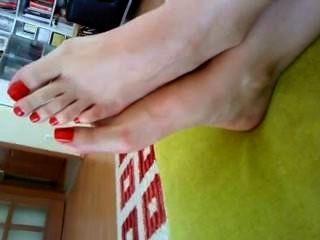 लाल पैर की उंगलियों पत्नी
