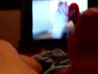 आदमी को मुश्किल masturbates और पैर वीडियो देखने के दौरान आता है (भाग 1)