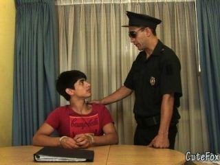 पुराने समलैंगिक पुलिस वाले लोमड़ी एक विशेष सौदा प्रदान करता है