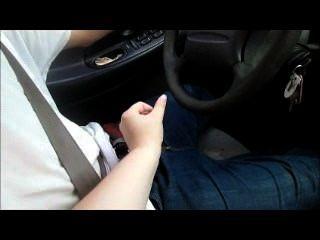 माँ, जबकि वह उसे बंद जैक ड्राइव करने के लिए सिखाने के लिए और उसे एक बहुत बड़ा भार सह कर