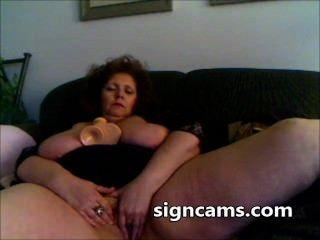 गंदा दादी वेबकैम पर बड़े सेक्स खिलौना के साथ उसे परिपक्व बिल्ली fucks