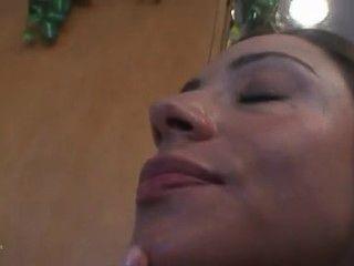 घर पत्नी Ariella Ferrera