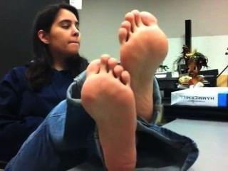 मिश्रित लड़की सेक्सी पैरों गुदगुदी