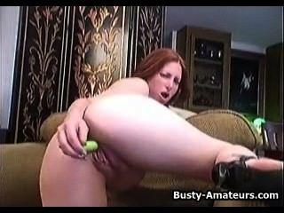 संचिका अदरक उसे अपने स्तन और हस्तमैथुन चूसने