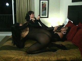 साइबियन सवारी बिल्ली चाट पैर की अंगुली चूसने के साथ समलैंगिक शरीर मोजा नंगा नाच!