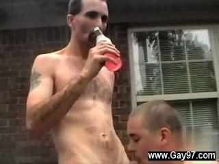 सेक्सी पुरुषों जो अपने पिछवाड़े में एक बड़ा डिक हो जाता है