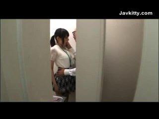 टोक्यो में कार्यालय लड़की मुर्गा बेकार है