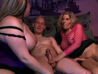 एक भाग्यशाली आदमी के साथ 2 लड़कियों