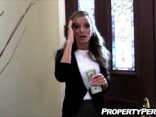 रियल एस्टेट एजेंट ग्राहक बिगाड़ने fucks मदद करने के लिए बेचने के घर घर का बना वीडियो
