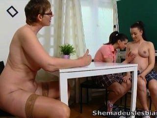 सिमोना और उसे सेक्सी सहपाठी - वह हमें समलैंगिकों बनाया