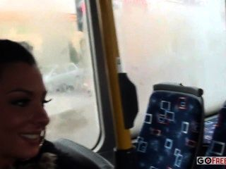 लिंडसे ऑलसेन गधा सार्वजनिक बस में गड़बड़