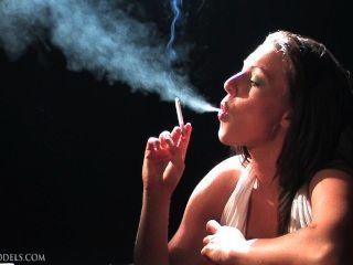 शरारती नेस धूम्रपान