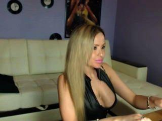 काले चमकदार लेगिंग में गोरा रूसी camgirl चिढ़ा # 5