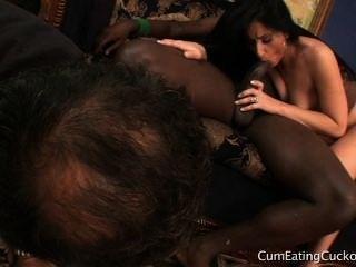 लैटिना देवी बीबीसी के साथ पति cucks और उसे दुनिया में अपनी जगह पता चलता है