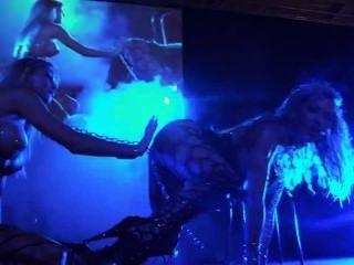 गर्म कामुक समलैंगिक स्टेज शो प्रदर्शन