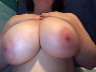 मेरे बड़े स्तन पर कुछ लोशन मलाई