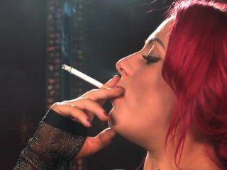 सेक्सी रेड इंडियन धूम्रपान