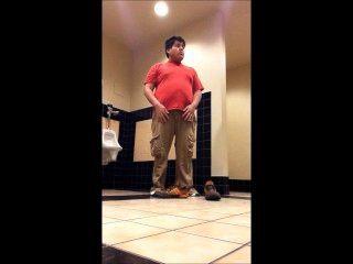 मोटा लड़का स्कूल के टॉयलेट में 2 अलग करना