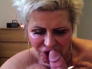 ब्रिटेन निगल के साथ blowjob अनुरक्षण
