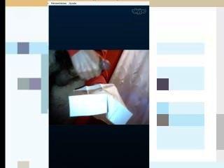 एक आदमी स्काइपे पर हस्तमैथुन कर रहा है