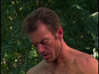 मॉडल जंगल में उसे फोटोग्राफर के साथ यौन संबंध है - डेनिएल रोजर्स