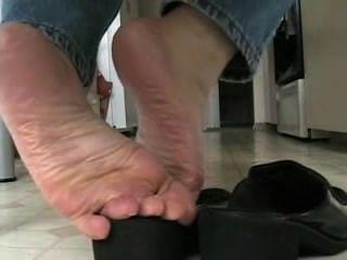 मेज पर स्वादिष्ट Shoeplay