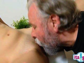 सेक्सी Mädchen gefesselt und gefickt