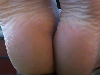 फ्रेंच सार्वजनिक नंगे पैर पैर दिखा बेब पैर बुत तलवों
