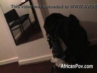 सफेद संवर्धन उसे गर्म संचिका अफ्रीकी GF शौकिया पीओवी में अपने डिक बेकार बना देता है