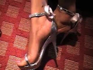 सही आबनूस ऊँची एड़ी के जूते