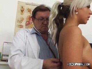पुराने चिकित्सक उपायों nathalys बड़े स्तन
