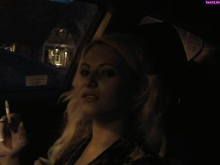 कार में स्वादिष्ट महिला धूम्रपान, part1 गैर नग्न (निजी में part2) - धूम्रपान च