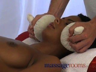 मालिश कमरे बड़ी प्राकृतिक लड़कियों से पहले तेल से सना हुआ स्तन गहरी मुश्किल पम्पिंग पाने