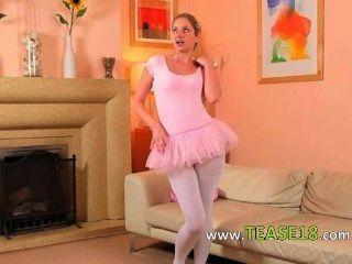 व्हाइट Pantyhose प्रस्तुत में सेक्सी माँ