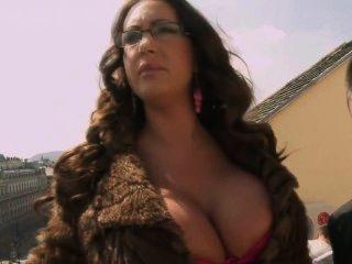 एम्मा बट - गर्म सेक्सी लंबा औरत