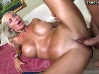 संचिका Evita Pozzi कठिन बकवास करने के लिए पसंद करती है