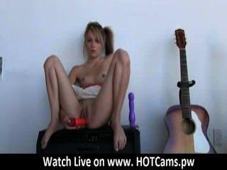 कैम टैटू भावनाएं लड़की कैम के लिए वेब कैमरा पर उसे बिल्ली toying - hotcams.pw