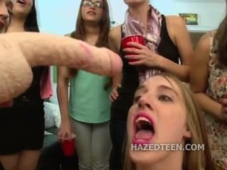 किशोर लड़कियों चूसना डबल अध्यक्षता dildo