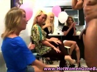 सीबीटी पार्टी लड़कियों मुर्गा चूसना