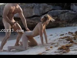 समुद्र तट पर स्मार्ट दंपति की चरम कला सेक्स