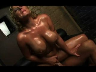 उछल स्तन 9