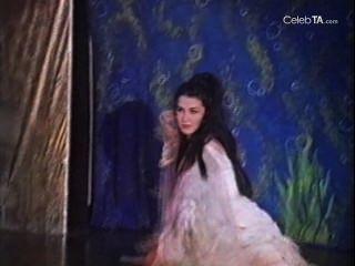 Shandra में Venesa Talor जंगल लड़की