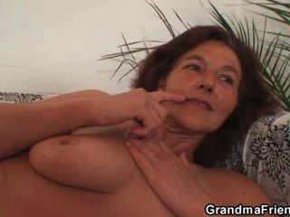 दादी दो जवान लंड आनंद मिलता है